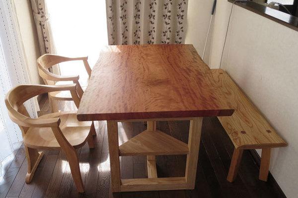 ボセの一枚板を2つのテーブルに