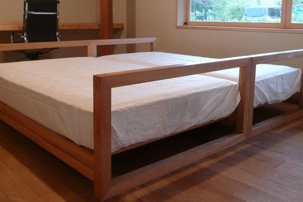 古民家主寝室のベッド