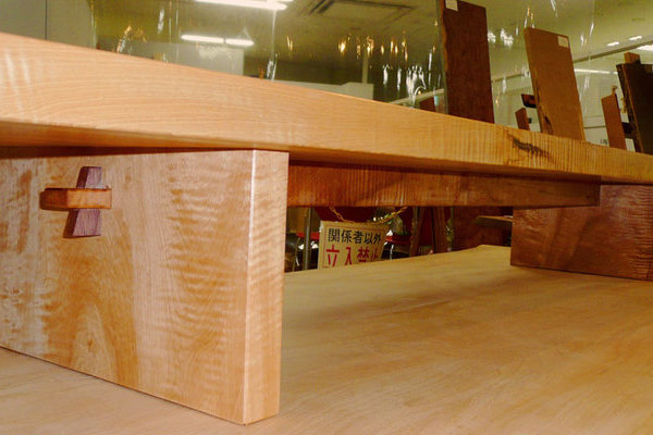 栃縮み杢の飾り台