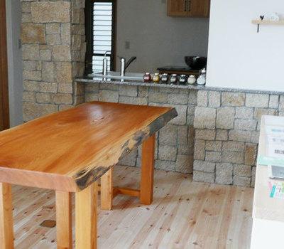 ケヤキ一枚板をご指名 淡路島の海辺のお家へお届けのサムネイル