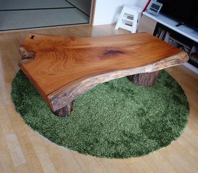 豆ちゃんの止まり木とケヤキのテーブルのサムネイル